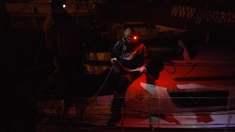 Manoeuvre d'urgence au port au beau milieu de la nuit